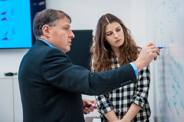 Занятие с профессором И. Абрикосовым в аудитории.