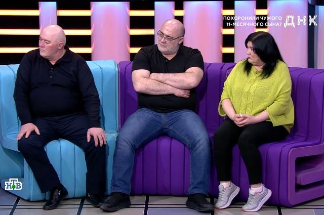 В студию телеканала пришли два брата и сестра Андзора, ставшая инициатором ДНК-экспертизы.