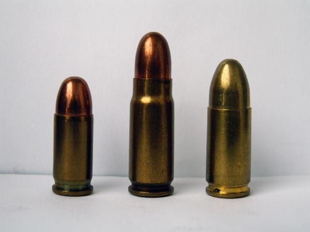 Патрон ТТ (в центре) и патроны Браунинг и Парабеллум