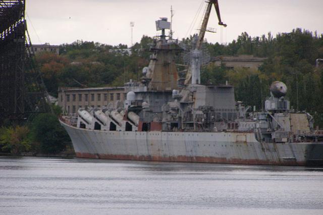 Ракетный крейсер Украина у стенки завода им. 61 Коммунара 1 октября 2009 года
