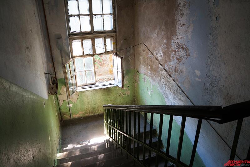Бараки были построены из шлакоблока в 1940-е годы пленными немцами, которых согнали на Урал