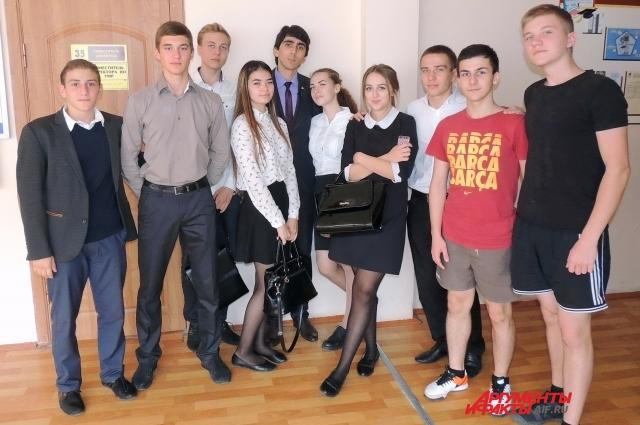 Александр Шагалов считает, что молодёжи стало сложнее всё успевать из-за ускорения темпа жизни.