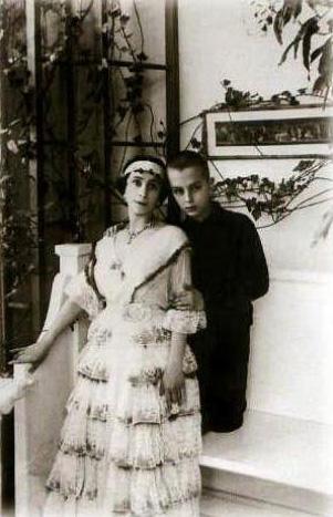 Матильда Кшесинская с сыном Владимиром, 1916 г.
