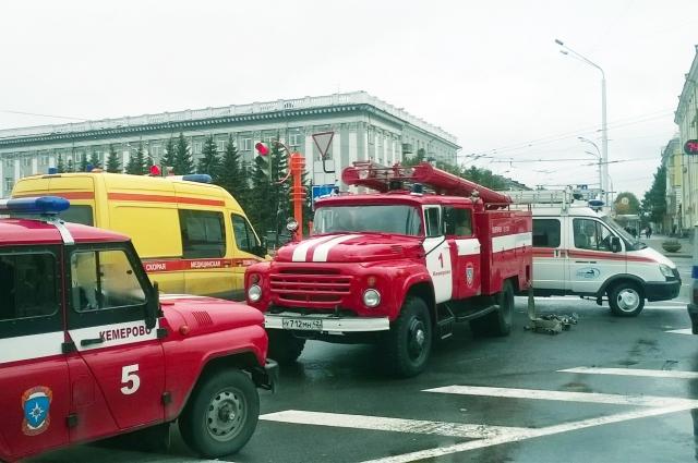 Вал массовых звонков о минировании зданий и органзиаций прокатился по всей стране. Взрывных устройств не обнаружено.