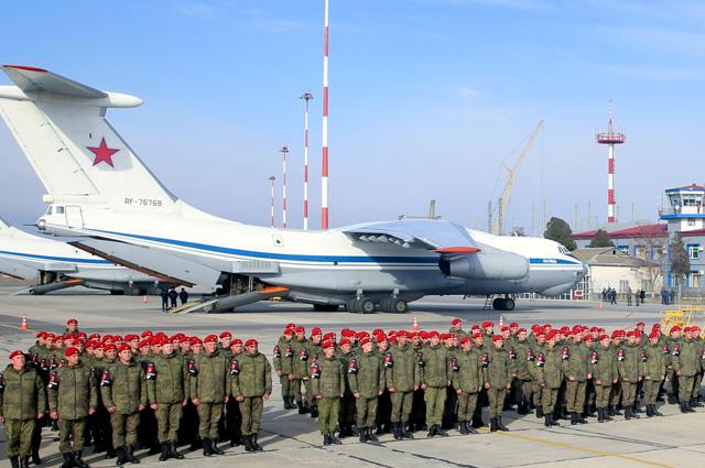 Батальон военной полиции Южного военного округа прибыл в аэропорт Махачкалы из Сирии.