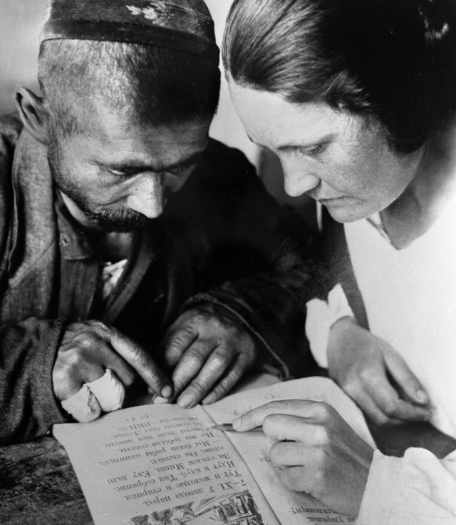 Обучение грамоте в Узбекистане, 1931 г.