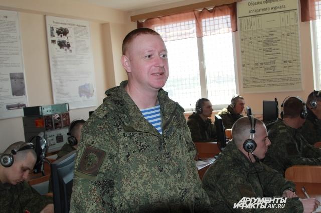 Муж Элины Сергей считает, что женщин-военных не надо посылать в атаку на противника с автоматом.
