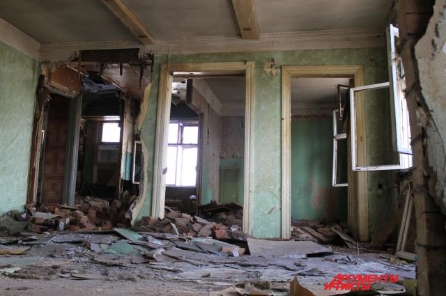 Второй этаж дома разрушен
