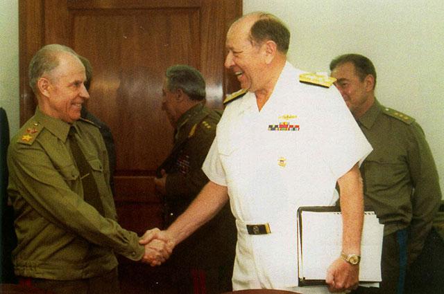 Сергей Ахромеев и Председатель ОК начальников штабов США адмирал Уильям Д. Кроу, 8 июля 1988 года.