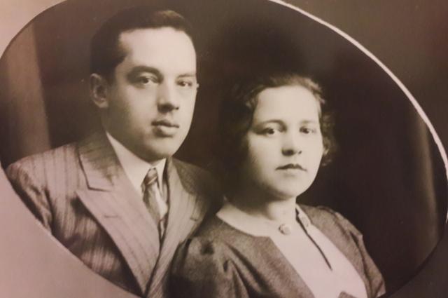 Самый младший сын Капитона Батюшкина Алексей с супругой.