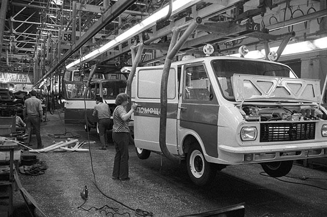 Завод попроизводству микроавтобусов «РАФ» вгороде Елгава под Ригой, 1987 г.