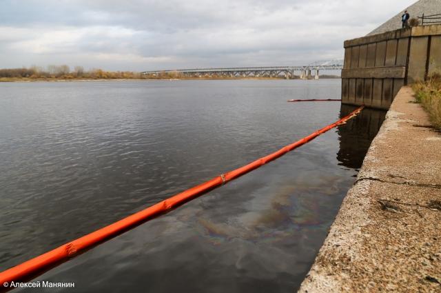 В районе Бурнаковской низины установлено два рубежа боновых ограждений.
