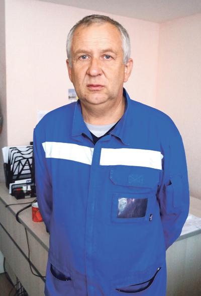 Врач линейной бригады Сергей Постоев после общения с пациентом получил сотрясение мозга и перелом костей стопы.