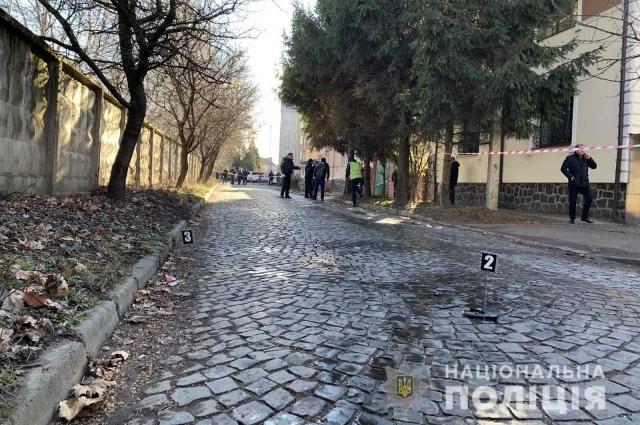 В Мукачево произошла стрельба на улице, есть раненые