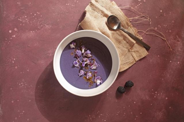 Фиолетовый суп с трюфельным маслом