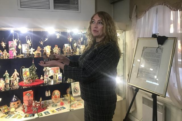 Советские ёлочные игрушки, открытки и фотографии для экспозиции предоставила иркутский коллекционер Олеся Бобровская