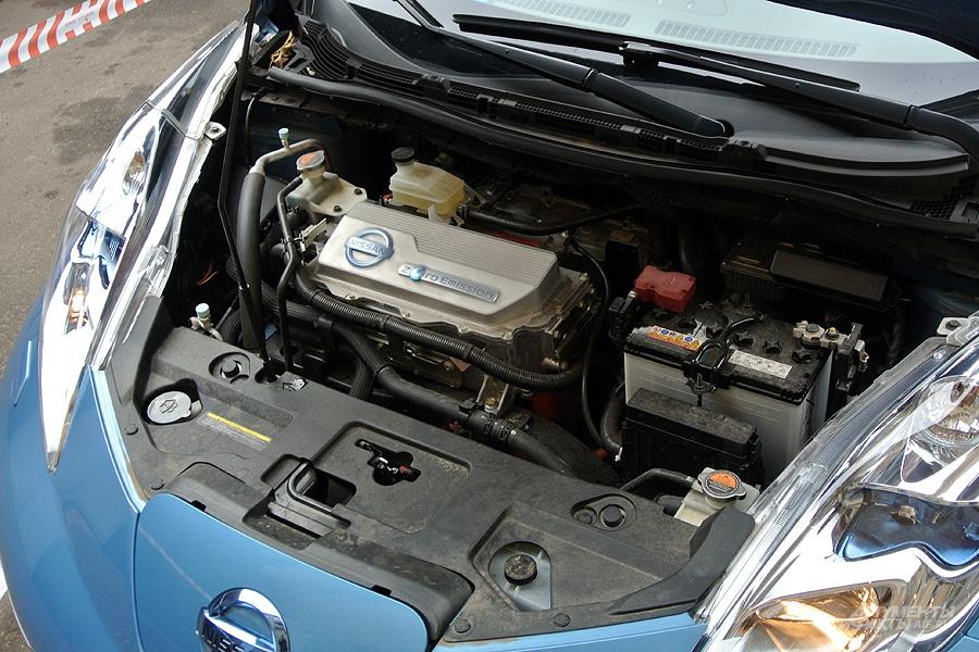 Электромотор занимает гораздо меньше места, чем двигатель внутреннего сгорания, что отразилось в пропорциях автомобиля, а меньший вес силовой установки положительно сказывается на расходе энергии