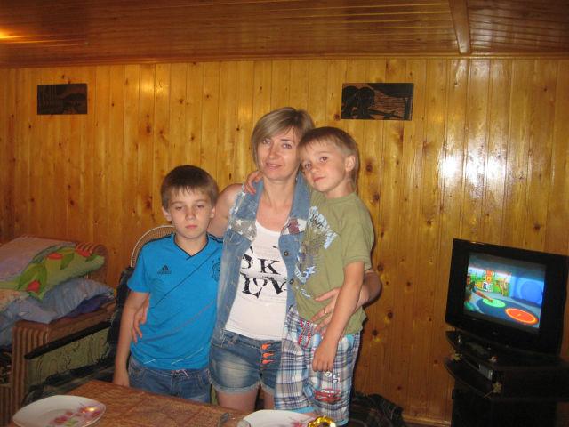 Леся Воронова с Ваней и Тимофеем