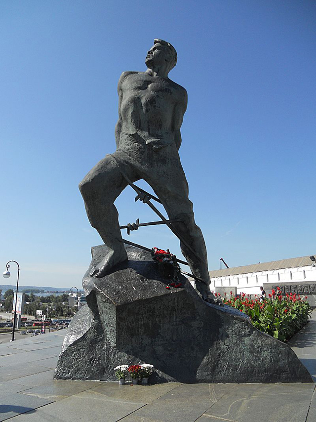 Муса Джалиль. Памятник в Казани.