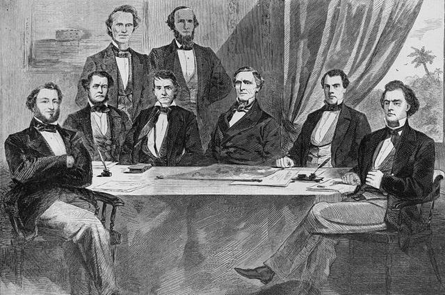 Правительство Конфедерации, слева-направо: Бенджамин, Джуда Филипп, Стивен Мэллори, Кристофер Меммингер, Александр Стивенс, Лерой Поуп Уокер, Джефферсон Дэвис, Джон Хеннингер Риган и Роберт Тумбс.