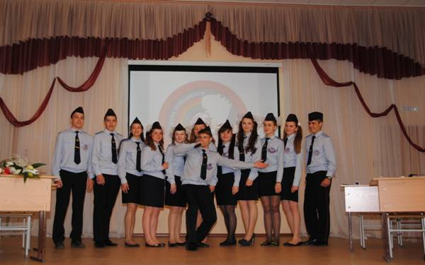В Барнауле энергетики побывали на Последнем звонке в подшефной школе