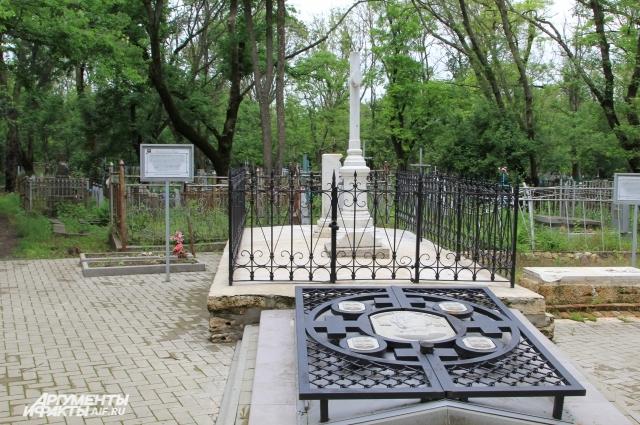 Фамильный склеп русского геральдиста Александра Лакиера привел в порядок бизнесмен.