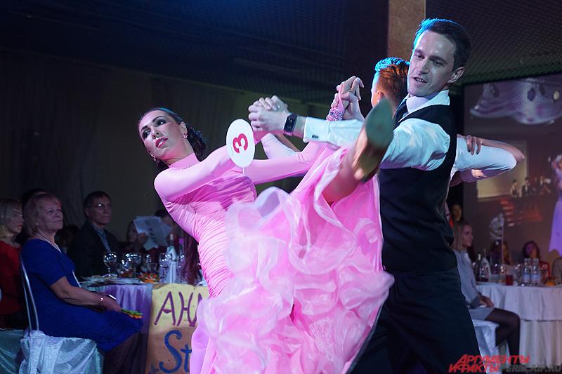 Несколько номеров были посвящены танцам.