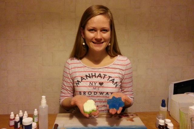 Ручное мыло сейчас очень популярно, его сделает даже ребенок.