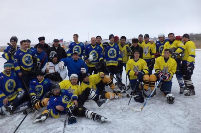 Хоккейная команда «Степные волки».