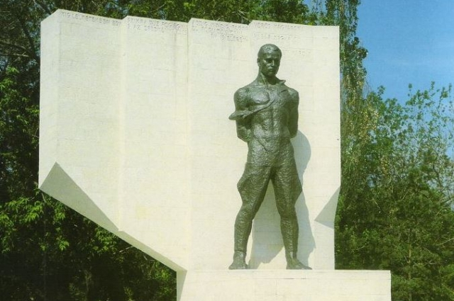 Памятник Карою Лигети. Мужественному человеку.