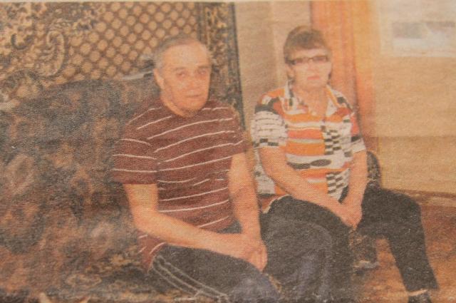 Семья Щепиных, живущая в брошенной на произвол судьбы трехэтажке, не знает, как долго еще у них будет крыша над головой.