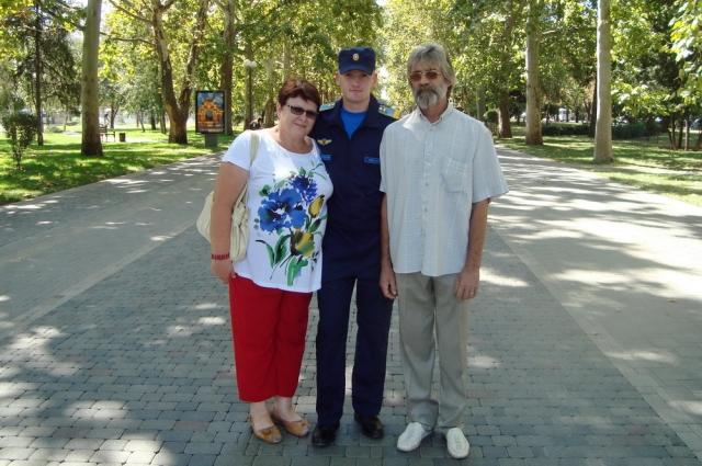 Михаил Еманов с родителями.
