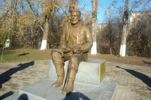 Недавно в Новокузнецке установили памятник геологу, в знак признательности людям этой профессии за вклад в развитие Кузбасса.