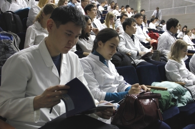 В семинаре участвовало около двухсот студентов и ординаторов.