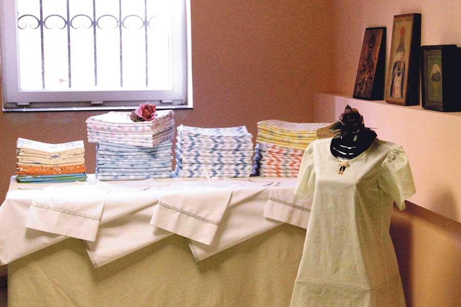 Выставка изделий – это результат труда мамочек.
