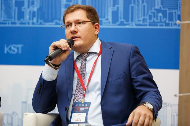 Константин Александрович Тиунов, директор помаркетингу ирекламе аптечных сетей «Росаптека» и«Юнифарма».