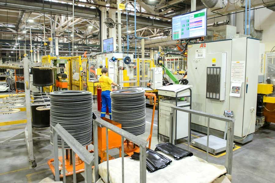 На заводе серийно производят легковые шины премиального сегмента.