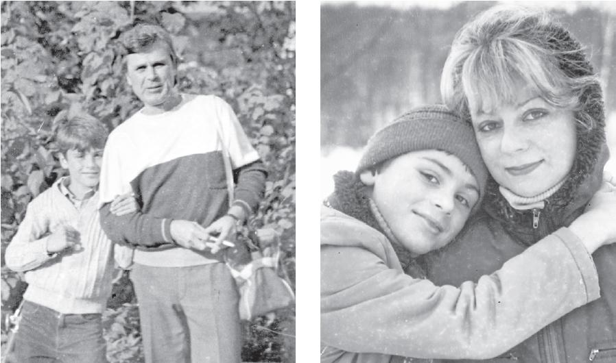 Ясеневский парк – любимое место всей семьи актёра. Евгений  с отцом Евгением Павловичем и мамой Натальей Владимировной.