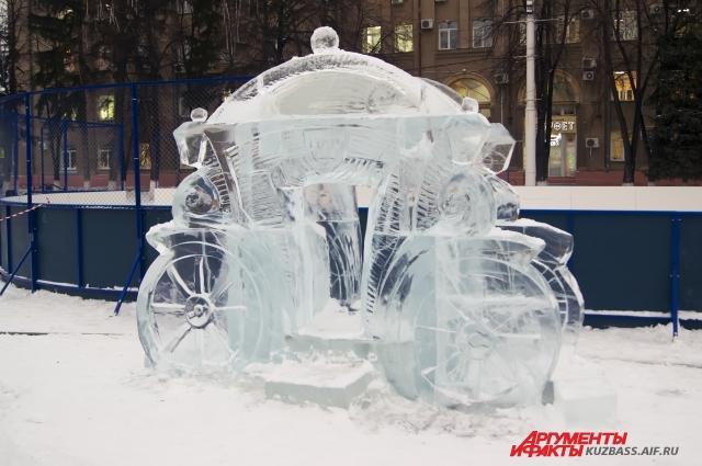 Ледяную композицию средних размеров мастера создают за полтора-два дня.