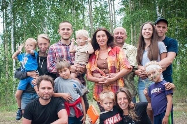 У Сергея большая и дружная семья.