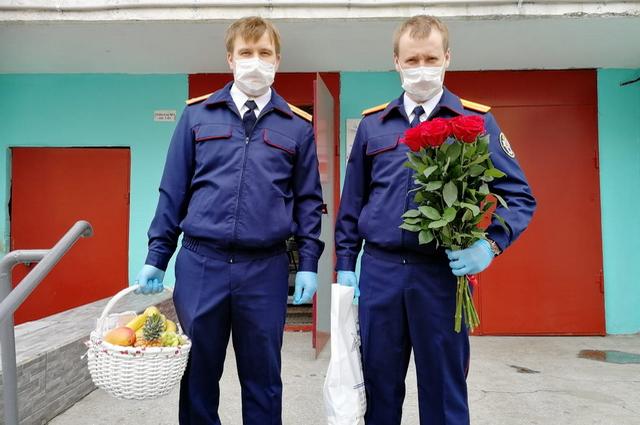 Следователи навестили ветерана с соблюдением всех требований санитарной безопасности.