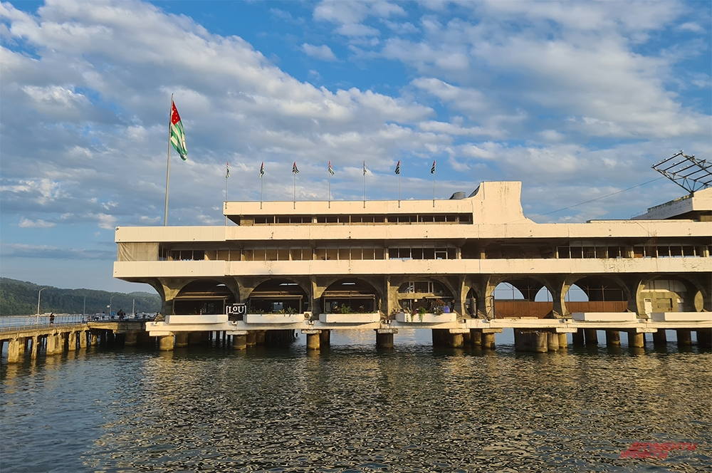 Сухумский порт, построенный при СССР.