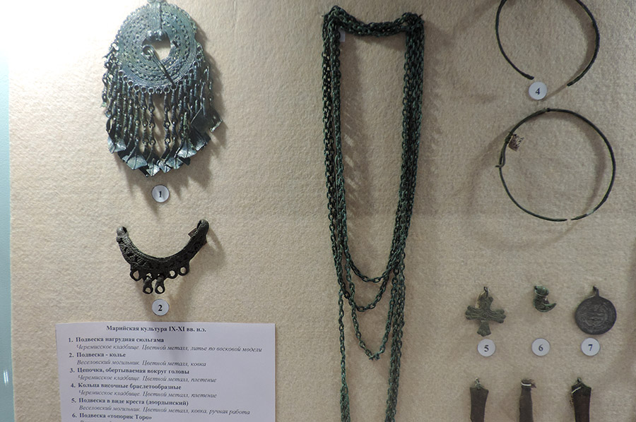 Из Веселовского могильника извлекли много уникальных предметов.