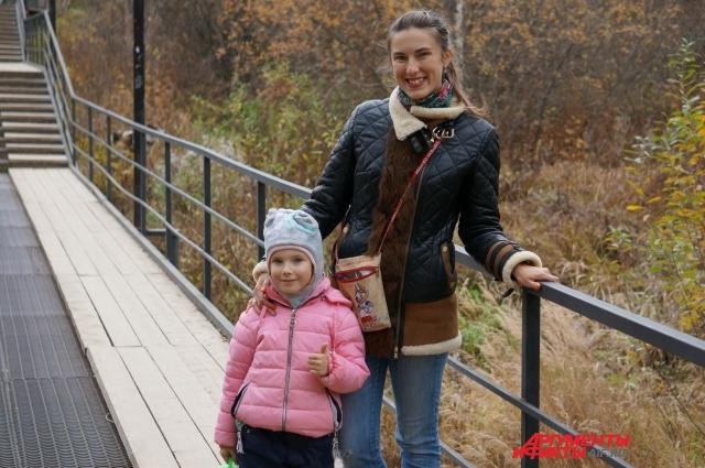 Маленькая Маргарита и её мама Анастасия любят гулять в долине Гусянки.