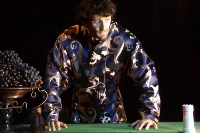 Эдвард Бриони в роли кагана Иосифа.