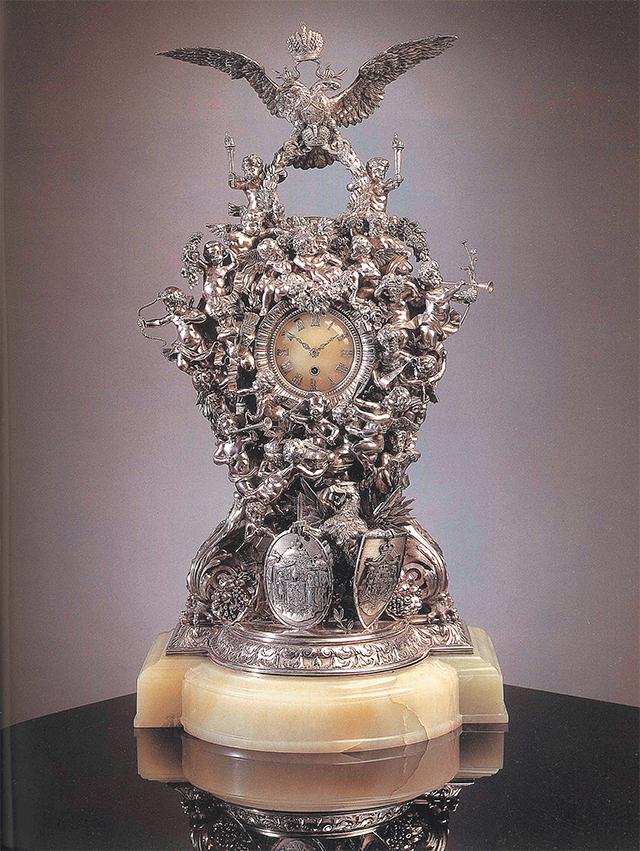 Каминные часы из Аничкова дворца