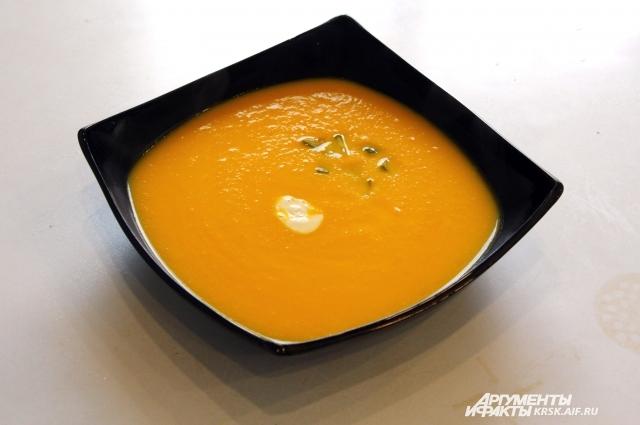 Суп-пюре из тыквы нравится даже тем, кто не причисляет тыкву к любимым продуктам.