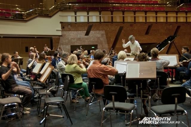 Музыканты намерены продолжать летние выступления в следующем году.