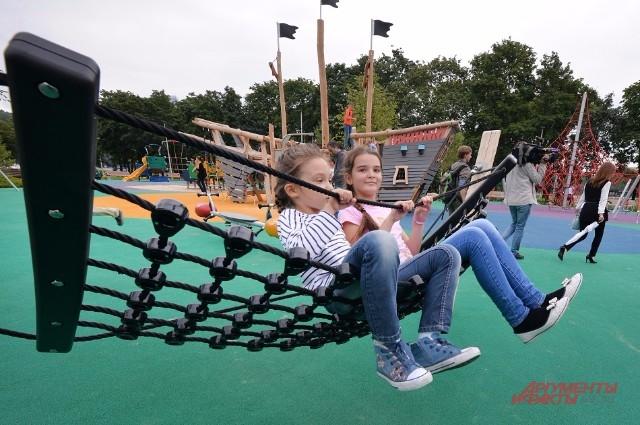 Площади двух детских площадок - по 2 тыс. кв. м. Есть где разыграться!