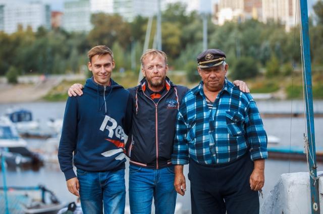 Александр Отмахов (в центре) с сыном и отцом.